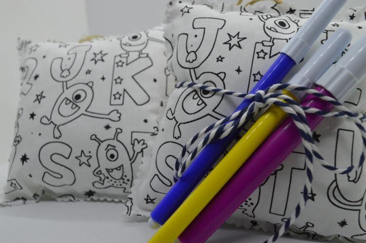 colour me μαξιλαράκι μπομπονιέρα
