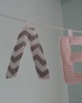 γιρλάντα με όνομα γράμματα σε ροζ γκρι αποχρώσεις