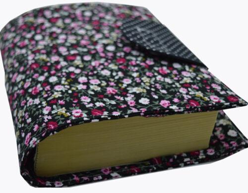 θήκη βιβλίου μαύρη με μικρά λουλουδάκια